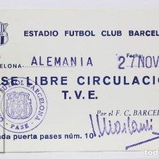 Coleccionismo deportivo: PASE DE LIBRE CIRCULACIÓN / TVE - FÚTBOL CLUB BARCELONA / ALEMANIA - AÑO 1974. Lote 147189634