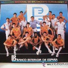 Coleccionismo deportivo: GRAN PEGATINA SELECCION NACIONAL DE BALONCESTO 1987 , BANCO EXTERIOR DE ESPAÑA ... 16 X 22 CM. Lote 147555390