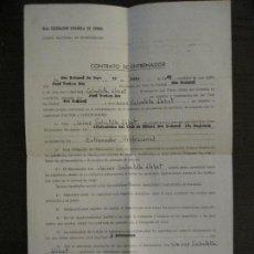 Coleccionismo deportivo: FEDERACION ESPAÑOLA FUTBOL-CONTRATO DE ENTRENADOR C.F. SAN SADURNI-AÑO 1965-VER FOTOS(V-16.222). Lote 157464042