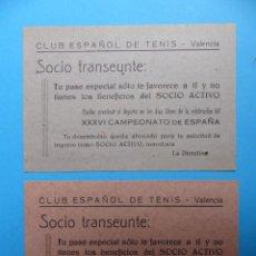 Coleccionismo deportivo: DOS PEQUEÑOS CARTELES - PASE ESPECIAL FAVORECE AL SOCIO ACTIVO - CLUB ESPAÑOL DE TENIS - AÑO 1949. Lote 160094850
