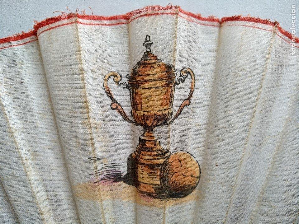 Coleccionismo deportivo: ABANICO CON ESCENAS DE FÚTBOL - Foto 2 - 177496538