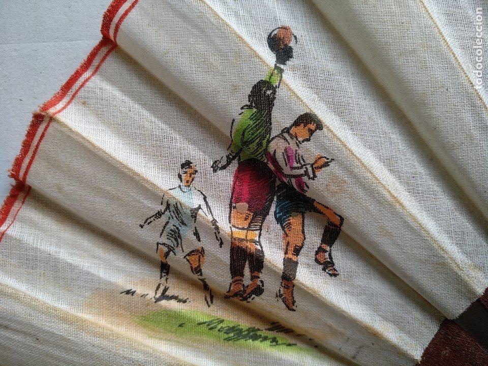 Coleccionismo deportivo: ABANICO CON ESCENAS DE FÚTBOL - Foto 3 - 177496538