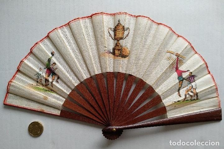 Coleccionismo deportivo: ABANICO CON ESCENAS DE FÚTBOL - Foto 7 - 177496538