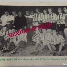 Coleccionismo deportivo: RECUERDO DEL REAL BETIS BALOMPIE - GANADOR DEL X TROFEO RAMÓN DE CARRANZA AÑO 1964,14X10 CMS. Lote 185877398