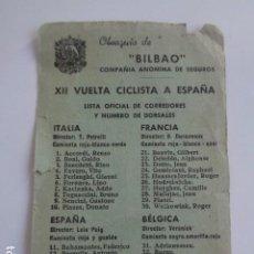 Coleccionismo deportivo: CICLISMO. XII VUELTA A ESPAÑA. LISTA OFICIAL DE CORREDORES. OBSEQUIO DE SEGUROS BILBAO.. Lote 193629065