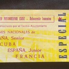 Coleccionismo deportivo: ENTRADA PRIMER TROFEO INTERNACIONAL CADIZ DE BALONCESTO FEMENINO CUBA ESPAÑA FRANCIA CON FIRMAS. Lote 204762952
