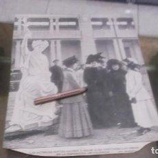 Coleccionismo deportivo: RECORTE AÑO 1909 - LAS ACTRICES NIEVES SUAREZ E IRENE ALBA , VISITANDO LAS OBRAS EXPOSICIÓN VALENCIA. Lote 210477056