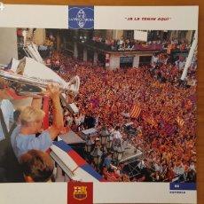 Coleccionismo deportivo: LÁMINA YA LA TENEMOS AQUÍ DE LA COLECCIÓN EL GRAN LIBRO DEL BARÇA DE LA VANGUARDIA. FC BARCELONA. Lote 213122555