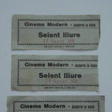 Coleccionismo deportivo: 3 ENTRADAS DE CINE - CINEMA MODERN - ANDORRA LA VELLA - SEIENT LLIURE - 20 AGOST 1970 ...L3399. Lote 244523070