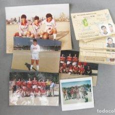 Coleccionismo deportivo: LOTE DE FOTOGRAFÍAS Y FICHAS DE LOS JUGADORES DEL ASTON VILLA CLUB DE FUTBOL. REAL FEDERACIÓN MADRID. Lote 244724505
