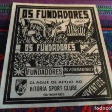 Coleccionismo deportivo: PEGATINA ADHESIVO GRUPO ULTRA FANS SUPPORTER OS FUNDADORES JUVENTUDE VITORIA SPORT CLUBE GUIMARÀES.. Lote 253907535