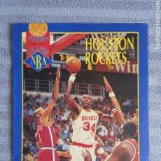 Coleccionismo deportivo: HISTORIA DE LOS EQUIPOS NBA HOUSTON ROCKETS (FASCÍCULO REVISTA OFICIAL AÑOS 90) HAKEEN OLAJUWON. Lote 262196775