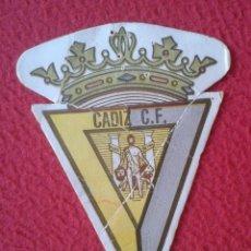 Collectionnisme sportif: ANTIGUO ESCUDO TROQUELADO CARTÓN TICKET O SIMIL SALA DE BINGO CÁDIZ C.F. FÚTBOL SALÓN CANTÁBRICO..... Lote 268283149