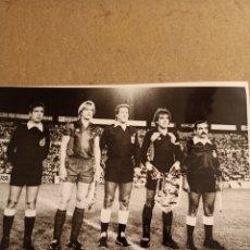 Coleccionismo deportivo: FOTOGRAFIA BERN SCHUSTER, F.C. BARCELONA-ARCONADA, REAL SOCIEDAD, AÑO 1986. Lote 277464558