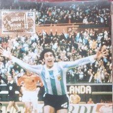 Coleccionismo deportivo: FICHA DE LAS SUPER ESTRELLAS DE MASTERFILE - EDICION INGLESA - CON SELLO MARIO KEMPES ARGENTINA 78. Lote 280104323
