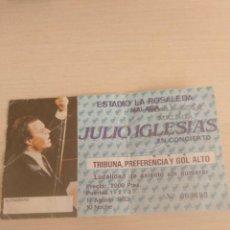 Entradas de Conciertos: ENTRADA TRIBUNA CONCIERTO 1983 JULIO IGLESIAS - ESTADIO LA ROSALEDA MALAGA. Lote 151601986