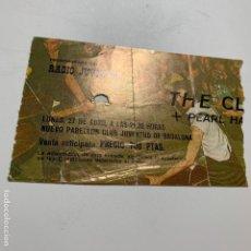 Biglietti di Concerti: ENTRADA ORIGINAL DEL CONCIERTO DE THE CLASH Y PEARL HARBOUR 27 ABRIL DE 1979 BARCELONA BADALONA. Lote 171616370