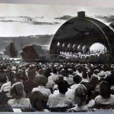 Entradas de Conciertos: FOTOGRAFÍA PRENSA BOSTON AUDITORIO ORQUESTA SINFÓNICA AÑOS 50. Lote 179309101