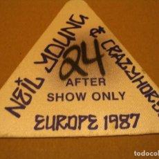 Entradas de Conciertos: NEIL YOUNG AND CRAZY HORSE BACKSTAGE EN TELA COMPLETO EUROPE 1987 . Lote 186326830