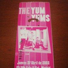 Entradas de Conciertos: ENTRADA CONCIERTO THE YUM YUMS 27 ABRIL 2002. Lote 217651820