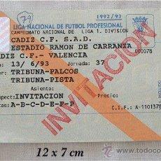 Coleccionismo deportivo: ENTRADA INVITACIÓN PARTIDO DE FUTBOL VALENCIA CADIZ C.F. 1992/93. Lote 25376747