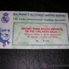 Coleccionismo deportivo: ENTRADA REAL MADRID C.F. ESTADIO SANTIAGO BERNABEU VIII TROFEO SANTIAGO BERNABEU . Lote 29082073