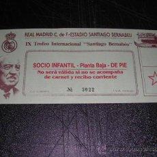Coleccionismo deportivo: ENTRADA REAL MADRID C.F. ESTADIO SANTIAGO BERNABEU IX TROFEO SANTIAGO BERNABEU . Lote 29082157