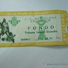 Coleccionismo deportivo: ENTRADA FUTBOL - ESTADIO BENITO VILLAMARIN - REAL BETIS - F.C. BARCELONA - FONDO 1981. Lote 37353665