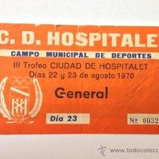 Coleccionismo deportivo: ENTRADA DE FÚTBOL III TROFEO CIUDAD DE HOSPITALET. AGOSTO 1970. POR DETRÁS PUBLICIDAD CRUZCAMPO.. Lote 37583559