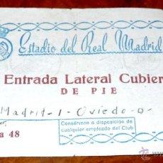 Coleccionismo deportivo: ENTRADA FUTBOL ESTADIO DEL REAL MADRID TEMPORADA 1953 - 54, PARTIDO REAL MADRID 1 OVIEDO 0, TAL COMO. Lote 44963864
