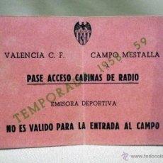 Coleccionismo deportivo: RARA ENTRADA, PASE ACCESO CABINAS DE RADIO, EMISORA DEPORTIVA, VALENCIA CLUB DE FUTBOL, 1958 - 59. Lote 50118482