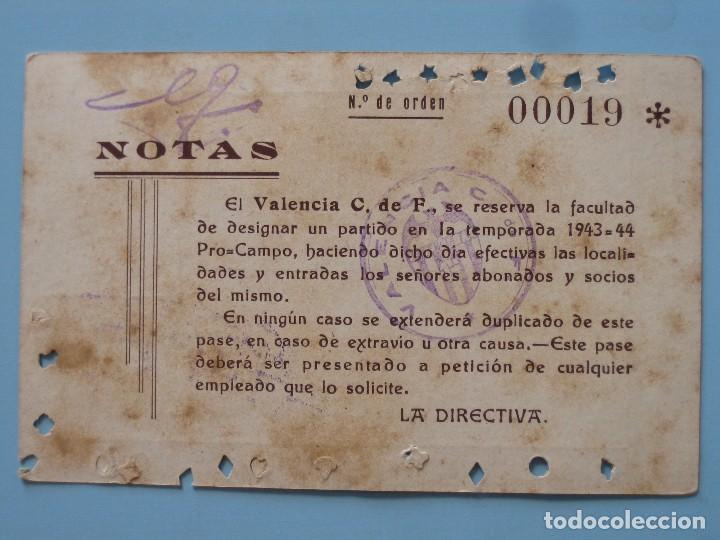 Coleccionismo deportivo: Entrada campo Mestalla temporada 1943 1944 Pase Anual Valencia C.F. - Foto 2 - 89526440