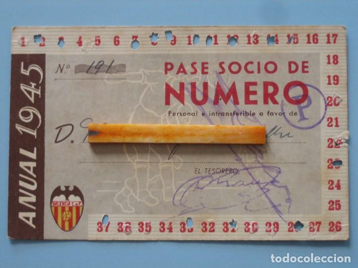 ENTRADA CAMPO MESTALLA 1945 PASE ANUAL VALENCIA C.F. (Coleccionismo Deportivo - Documentos de Deportes - Entradas de Fútbol)