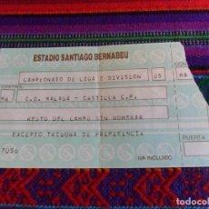 Coleccionismo deportivo: REAL MADRID. ENTRADA CASTILLA C.D. MÁLAGA 0-0. ESTADIO SANTIAGO BERNABÉU 6-12-1986. REGALO OTRA.. Lote 95673591