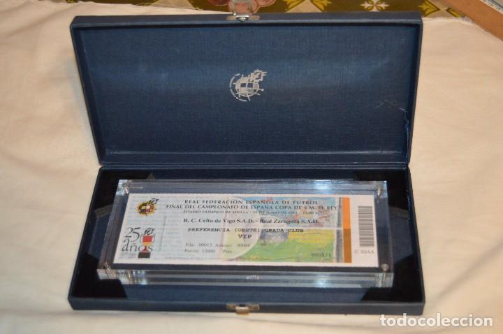 FINAL COPA S.M. EL REY 2001 - ENTRADA ENMARCADA EN METACRILATO Y ESTUCHE - ACEPTO OFERTAS (Coleccionismo Deportivo - Documentos de Deportes - Entradas de Fútbol)