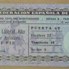Coleccionismo deportivo: ENTRADA BERNABÉU. COPA DEL MEDITERRÁNEO. ESPAÑA B - FRANCIA B. 10 NOVIEMBRE 1955.. Lote 110306783