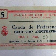Coleccionismo deportivo: ANTIGUA ENTRADA FUTBOL. REAL MADRID. SANTIAGO BERNABEU. 1960. Lote 112890203