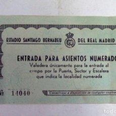 Coleccionismo deportivo: ANTIGUA ENTRADA FUTBOL. REAL MADRID. SANTIAGO BERNABEU. 1960. Lote 112890335