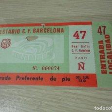 Coleccionismo deportivo: ENTRADA ANTIGUA FC BARCELONA VS REAL BETIS BALONPIE CAMP NOU AÑOS 70. Lote 115195179
