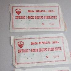 Coleccionismo deportivo: 3 ENTRADAS SOCIO EQUIPO VISITANTE UNIÓN DEPORTIVA LÉRIDA.. INFORMACIÓN Y 2 FOTOS.. Lote 115318475