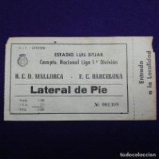 Coleccionismo deportivo: ANTIGUA ENTRADA R.C.D MALLORCA - BARCELONA. AÑOS 70. ESTADIO LUIS SITJAR. FUTBOL. Lote 120927159