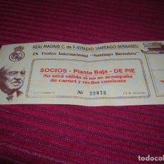 Coleccionismo deportivo: ENTRADA REAL MADRID.IX TROFEO INTERNACIONAL .SANTIAGO BERNABEU. Lote 135329686