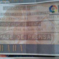 Coleccionismo deportivo: ENTRADA EXTREMADURA REAL MADRID 1998- 99 1 DIVSION . Lote 140451986