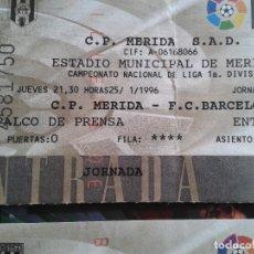 Coleccionismo deportivo: ENTRADA FUTBOL MERIDA - FC BARCELONA AÑO 1995- 1996 1 DIVISION. Lote 144139722