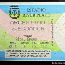 Coleccionismo deportivo: ENTRADA FUTBOL TICKET FOOTBALL ESTADIO RIVER PLATE ARGENTINA VS ECUADOR. Lote 145934194