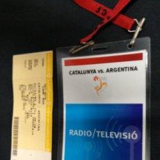 Coleccionismo deportivo: ENTRADA + ACREDITACION PRENSA - CATALUNYA - ARGENTINA - CAMP NOU - 22 12 2009. Lote 154946438