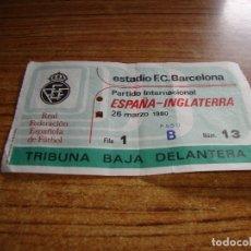 Coleccionismo deportivo: (ALB-TC-150) DIFICIL ENTRADA FUTBOL ESPAÑA INGLATERRA ESTADIO F C BARCELONA 26 DE MARZO 1980. Lote 176333978