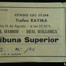 Coleccionismo deportivo: ENTRADA FUTBOL TROFEO RAYMA MALLORCA REAL MADRID 1986. Lote 176978145