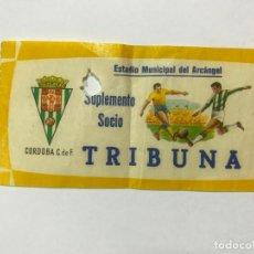 Collectionnisme sportif: CÓRDOBA C.DE F. ENTRADA DE FUTBOL, ESTADADIO MUNICIPAL DEL ARCANGEL, S. SOCIO TRIBUNA, AÑOS 60. Lote 193752030