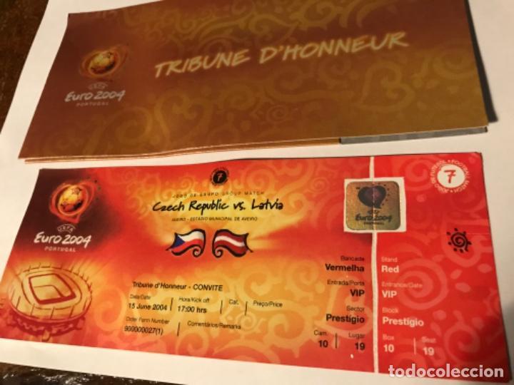 Coleccionismo deportivo: Entrada Tribuna de Honor Euro 2004 Portugal. Czech Republic vs Larvia. Con acreditación. Sin usar - Foto 2 - 197861033